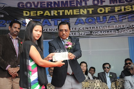Meghalaya health minister AL Hek handing over the Award of Excellence in the fishery sector to BK Nongtnger of South West Khasi Hills during the second Aqua Fest. Pix by WT Lytan